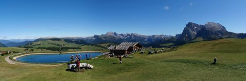 Alpe idilliaca meravigliosa scenry su alp de siusi nelle dolomia Fotografie Stock Libere da Diritti
