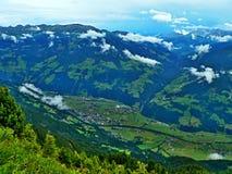 Alpe-Outlook austriaco sulla valle Zillertal dalla strada della montagna di Zillertaler Immagini Stock