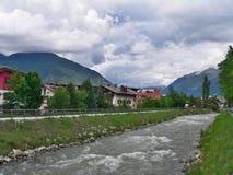 Alpe-Outlook italiano su Brunico e sul fiume Rienza Fotografia Stock Libera da Diritti