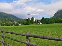 Alpe-prospettiva austriaca sul castello Maunterndorf Immagine Stock Libera da Diritti