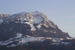 Alpe svizzera illuminata dal tramonto Fotografia Stock