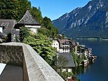 Alpe-vista austriaca della città Hallstatt e del lago Hallstattersee Fotografia Stock Libera da Diritti