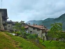 Alpe-vista italiana del Borgo Canale Fotografie Stock