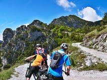 Alpe-vista italiana del ciclista sul passaggio Tremalzo Fotografie Stock Libere da Diritti