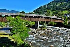 Alpe-vista italiana sull'Adige e sul ponte di legno Immagine Stock