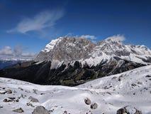 Alpejska góra w zimie zdjęcia royalty free