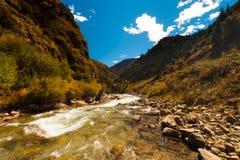 Alpejska strumieni himalajów G318 autostrada Tybet H obrazy royalty free