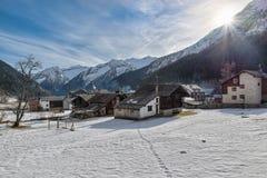 Alpejska wioska w zimie, Macugnaga, północny Włochy zdjęcia stock