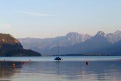 Alpejski jezioro w Austria na zmierzchu Fotografia Stock