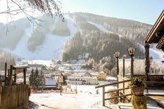 Alpejski narciarstwo tropi na zim górach w Austria Semmering zdjęcie royalty free