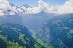 Alpejski szczytu landskape Lauterbrunnen, Jungfrau, Bernese średniogórze Alps, turystyka, podróż, wycieczkuje pojęcie obraz stock