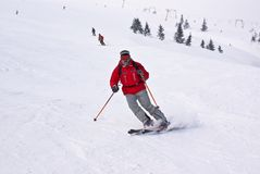 alpen在电梯人连续滑雪者下 免版税库存图片