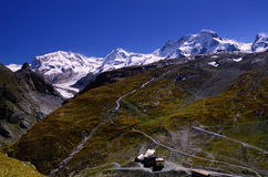 Alpen aan Zuidoosten van Schwarzsee dichtbij Matterhorn (Zwitserland) Royalty-vrije Stock Foto's