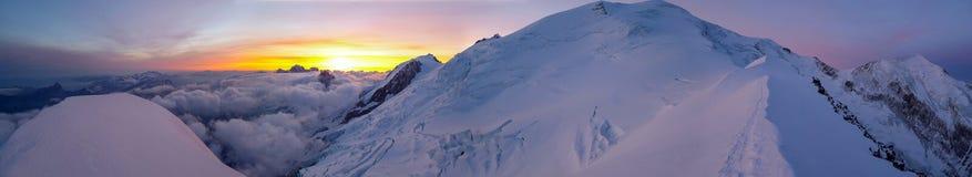 Alpen bei Sonnenaufgang Stockbilder