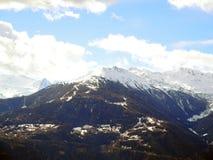 Alpen in der Schweiz, St Moritz Schöne Spitzen umfasst mit sno lizenzfreie stockfotografie