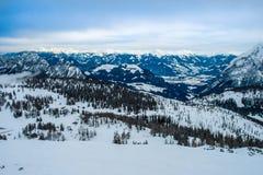 Alpen, landschap op Tauplitz Alm, met sneeuw wordt behandeld die stock afbeeldingen