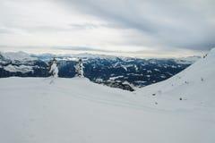 Alpen, landschap op Tauplitz Alm, met sneeuw wordt behandeld die royalty-vrije stock afbeeldingen