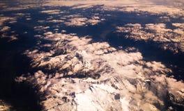 Alpen Schnee-mit einer Kappe bedeckte Spitzen Lizenzfreie Stockfotos