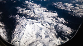 Alpen Schnee-mit einer Kappe bedeckte Spitzen Stockbild