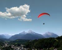 Alpen: Watzmann, Berchtesgaden u. Gleitschirm Stockfotografie