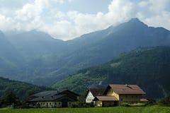 Alpenbauernhof in Österreich lizenzfreies stockfoto