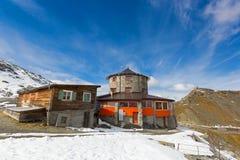 Alpengasthof Tibet hotellrestaurang och stång överst av Stelvien Royaltyfri Foto