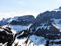 Alpengipfel Bogartenfirst und Schafberg im Alpstein-Gebirgszug und in der Appenzellerland-Region stockfotos