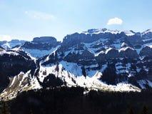 Alpengipfel Bogartenfirst und Schafberg im Alpstein-Gebirgszug und in der Appenzellerland-Region lizenzfreie stockfotos