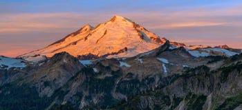 Alpenglühen auf Mt bäcker Stockbild