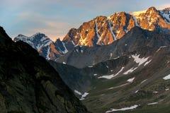 Alpenglow auf den Alpen Stockfotografie