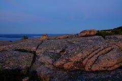 Alpenglow bei Sonnenuntergang macht die rosa Granitfelsen und die Gletscherspalten O Lizenzfreies Stockbild