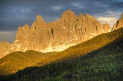Alpenglow di tramonto sulle montagne Fotografia Stock