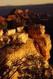 Alpenglow dipinge le scogliere e le creste Fotografia Stock