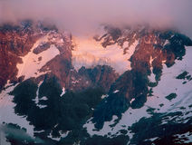 Alpenglow och röjning stormar på monteringen Shuksan, applåderar North nationalparken, Washington royaltyfri foto