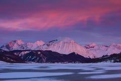 Alpenglow sulla montagna di Gran Sasso Immagine Stock
