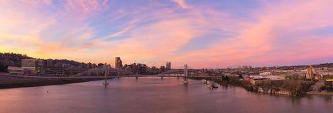 AlpenglowSunset sopra l'orizzonte della città di Portland Fotografie Stock Libere da Diritti