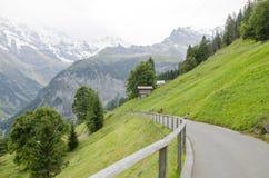 Alpenlandschaft mit Murren-Dorf in der Schweiz Stockfotos