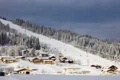 Alpenski piste stockfotos
