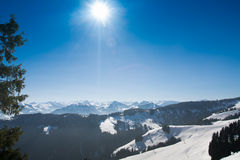 Alpenwinter-Schneelandschaft in Tirol Stockfoto