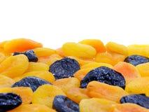 Alperce secado e frutas pretas da ameixa imagem de stock