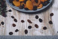 Alperces secados e raisins fotografia de stock royalty free