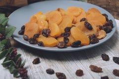 Alperces secados e raisins fotografia de stock