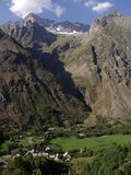 alpes阿尔卑斯在valgaudemar的区域附近造成缝隙haute 库存照片