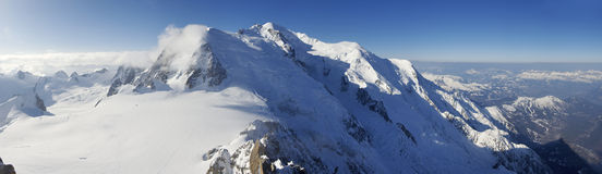 Alpes. Overview of the Alps in Chamonix; in the background the Mont Blanc; France Stock Photos