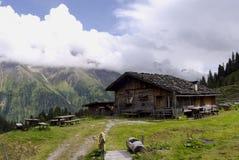 Alpes autrichiens le Tirol de hutte de montagne Photographie stock libre de droits