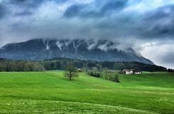 Alpes berg på Schoenau, sjö Koenigssee, Bayern Tyskland Royaltyfri Foto