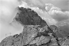 Alpes - crête de Watzmann (2713) dans le nuage Photos libres de droits