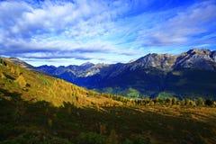 Alpes d'automne de montagne Photographie stock libre de droits