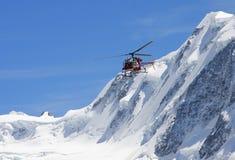 Alpes d'hélicoptère de délivrance Photo stock
