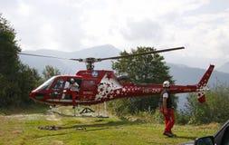 Alpes d'hélicoptère de délivrance Photographie stock libre de droits